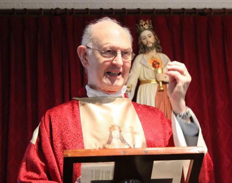 R. P. José Luis Torres-Pardo predicando sobre la Realeza de Cristo.